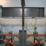 Испытание железобетонного образца с нарушенным сцеплением арматуры с бетоном
